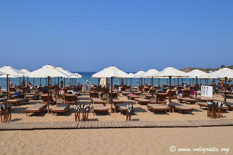 astir beach vouliagmeni