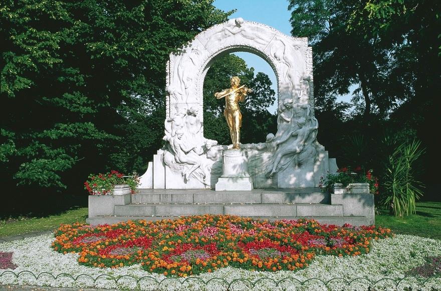 statua johann strauss da visitare gratis a vienna