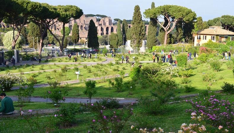 Il Roseto Comunale Di Roma Giardino Con Vista Sulla