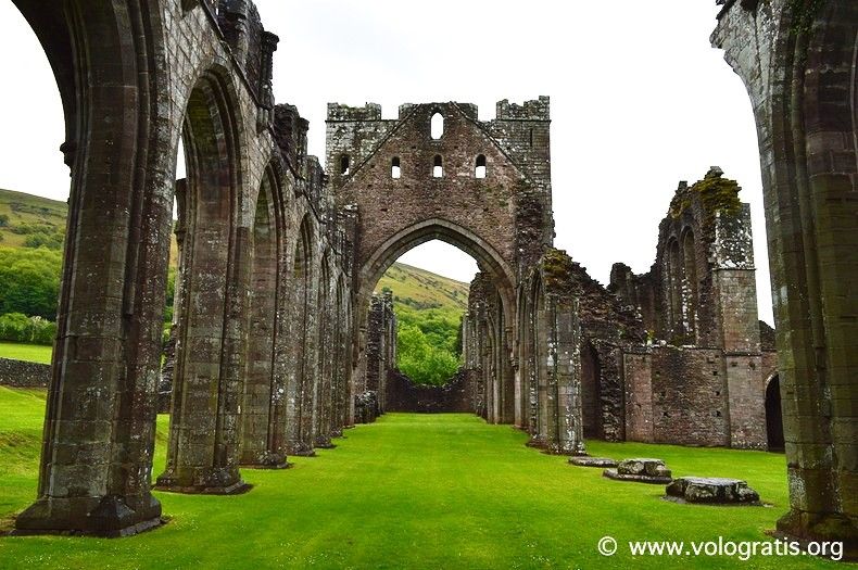 Llanthony priory (1)