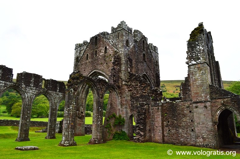 Llanthony priory (2)