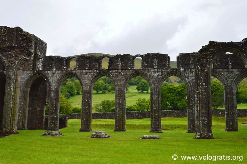 Llanthony priory (3)