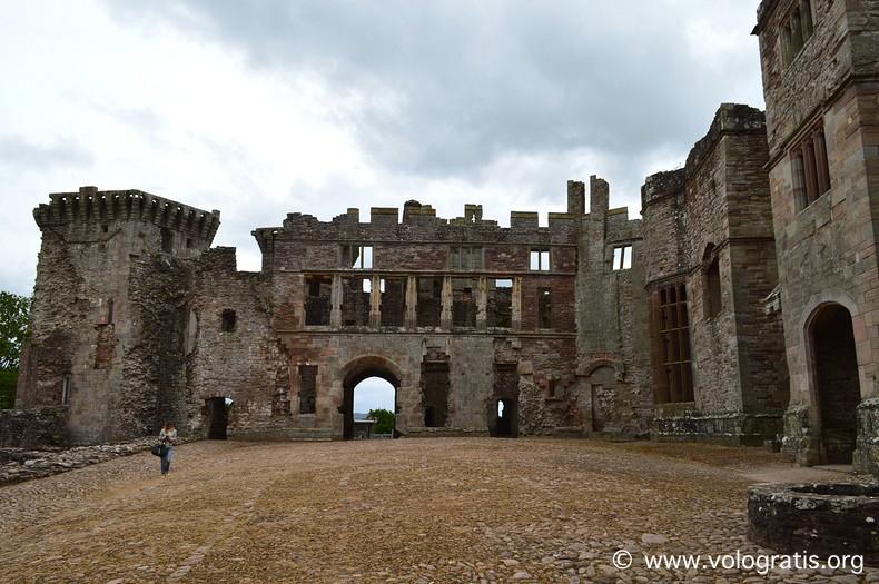 raglan castle galles (1)