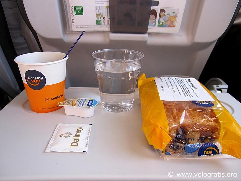 colazione a bordo lufthansa
