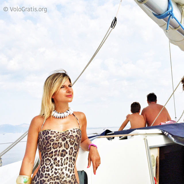 valentina vologratis in barca a vela vacanza in sardegna