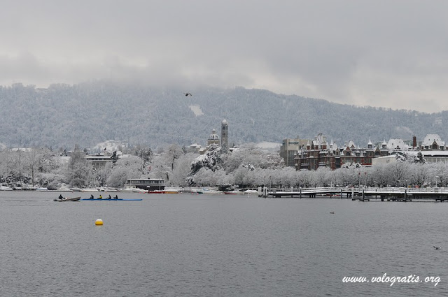 lago zurigo neve
