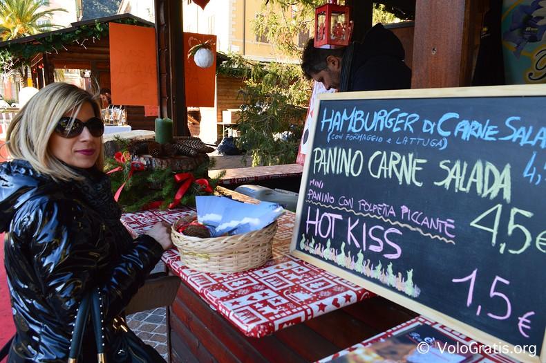mercatini di natale del garda panino con carne salada