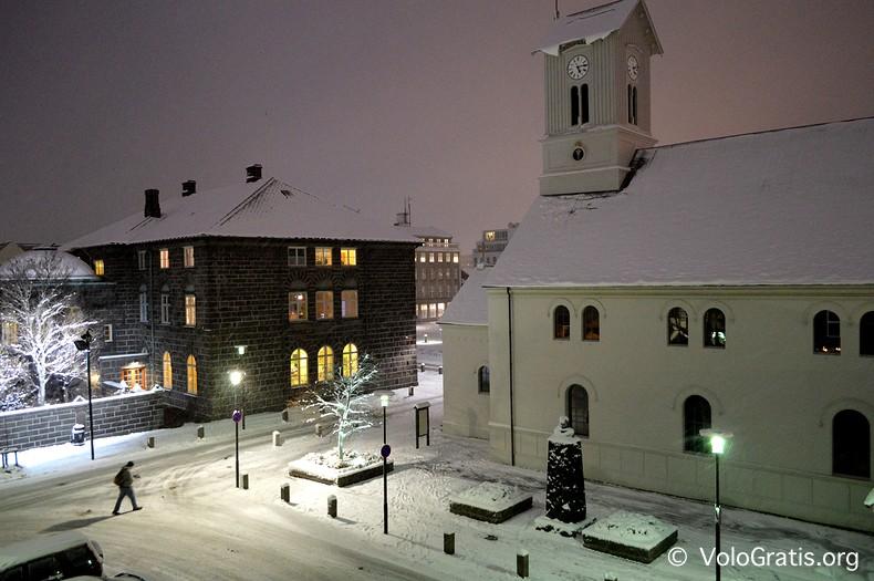 foto islanda reykjavik con la neve
