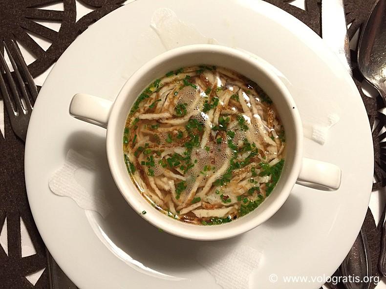 zuppa tirolese con frittata