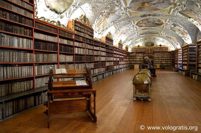 viaggio praga biblioteca