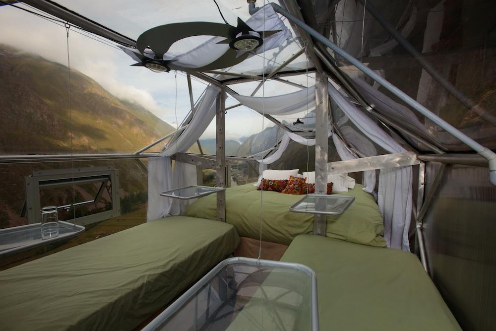 camera da letto hotel sospeso nel vuoto skylodge in peru