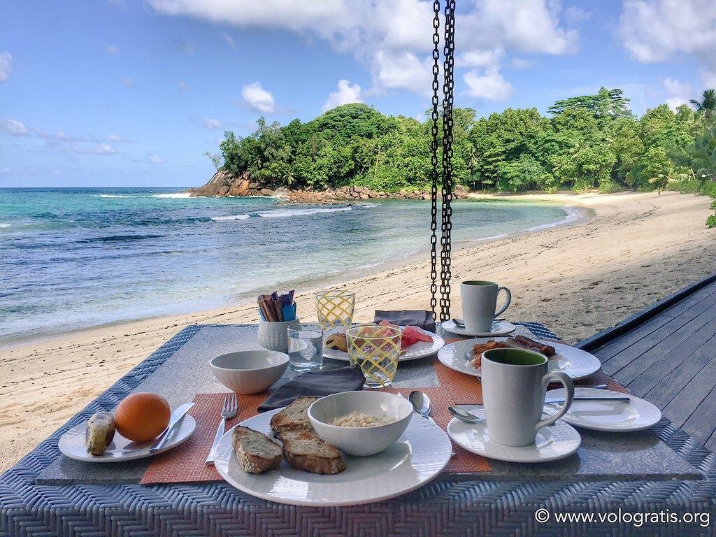 diario di viaggio alle seychelles colazione sulla spiaggia