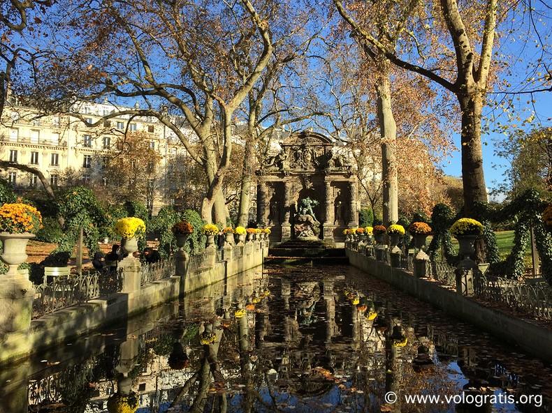 foto parigi fontana dei medici