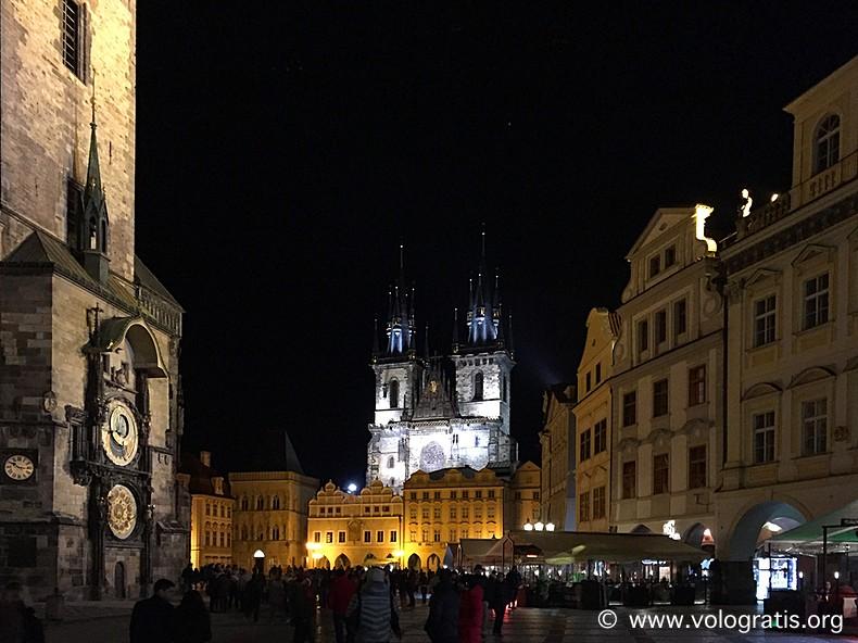 foto praga piazza orologio di notte