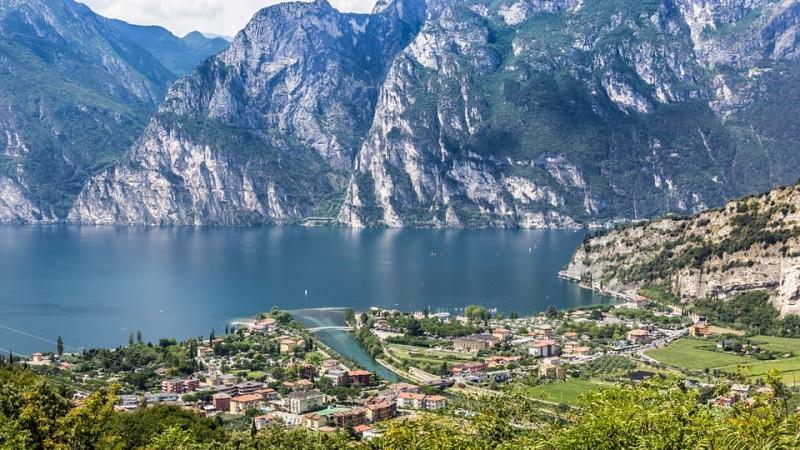 I laghi pi belli del trentino for Disegni di laghi