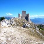 Rocca Calascio, in Abruzzo: uno dei castelli più belli del mondo