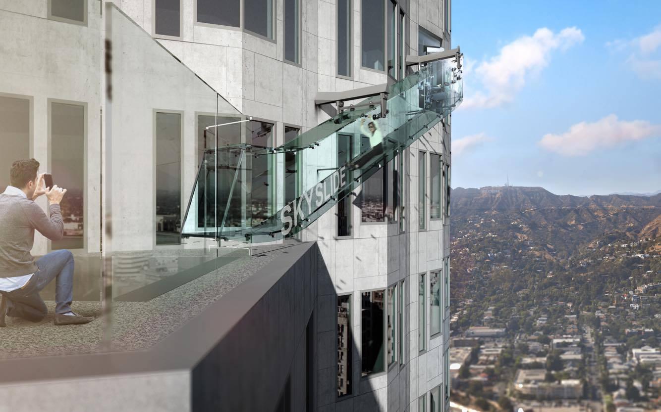 Skyslide a Los Angeles: lo scivolo trasparente tra i grattacieli