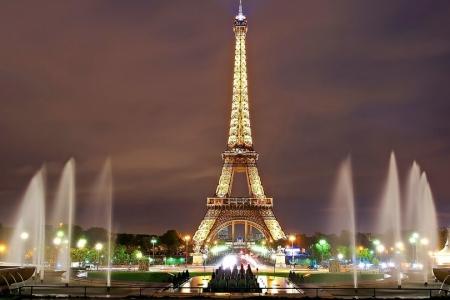 torre eiffel raggiungibile con voli low cost per parigi