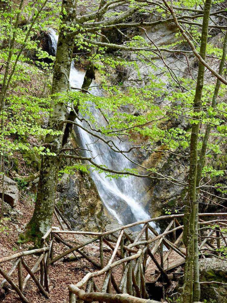 cascata camosciara