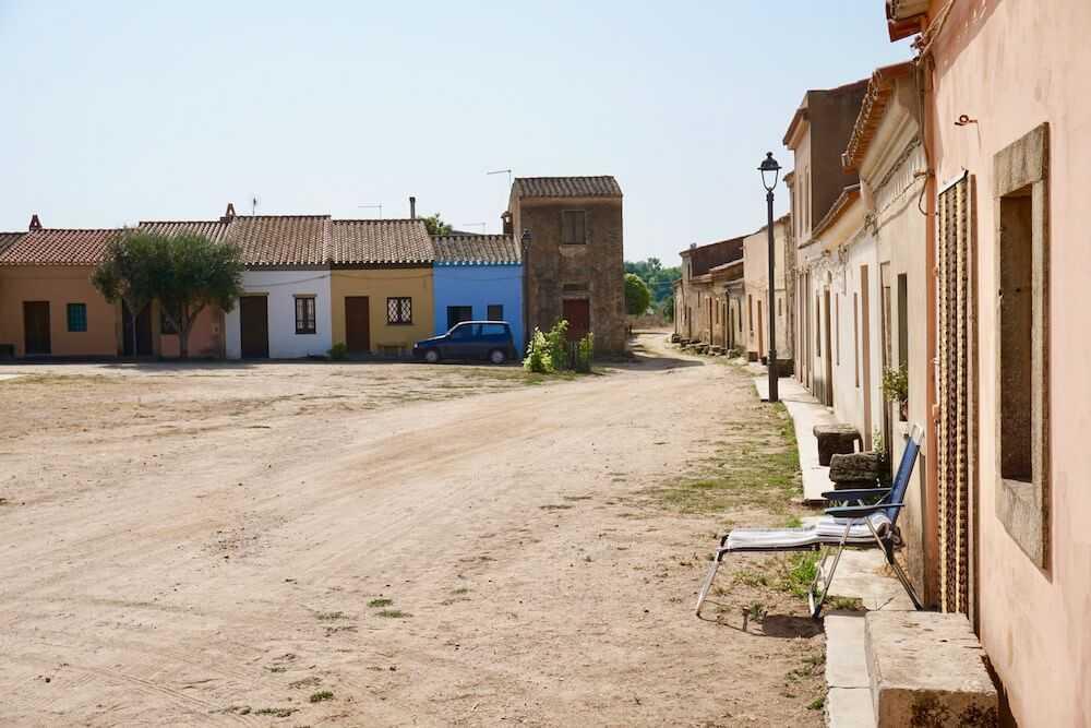 san salvatore sinis villaggio western