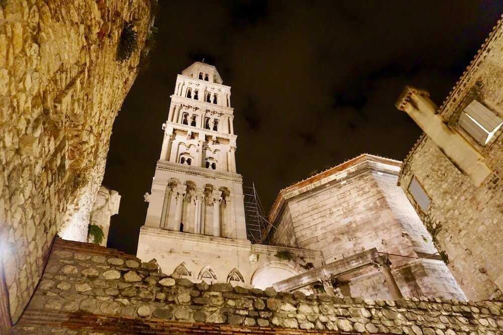 spalato palazzo diocleziano notte