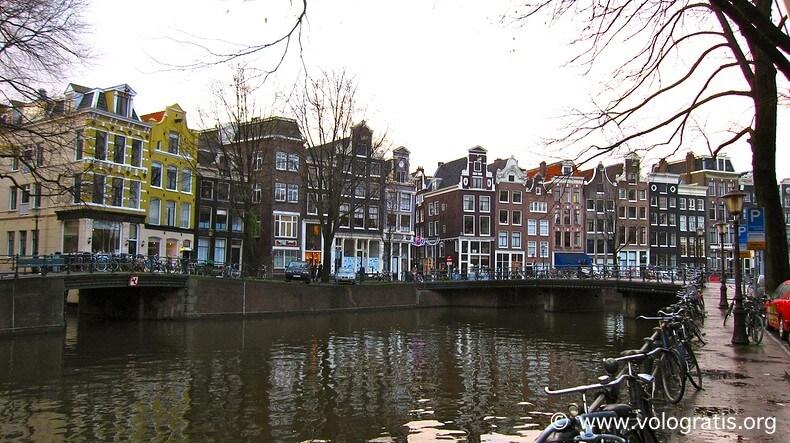 Tipico canale di Amsterdam